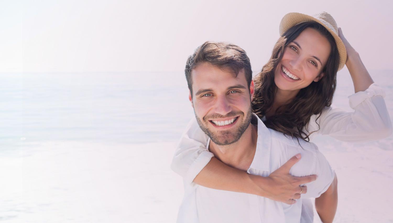pareja-sonrisa-blanca-bioclinica-dental-marbella